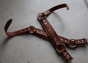 Leerwerk voor houten schaats (hakstuk met ringen en leren riemen